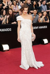The Chic Daily, Fashion Journalist Club, Academy Awards 2012, Mila Jovovich