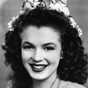 Marilyn-Monroe-9412123-3-402