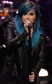 rs_634x1024-131003044800-634-bluehair-DemiLovato