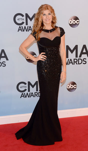 connie-britton-cma-w352