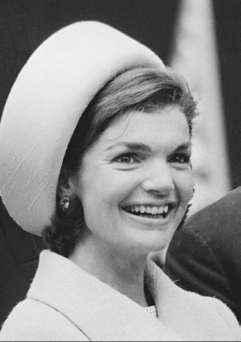 Jacqueline-Kennedy-in-pillbox-hat (1)