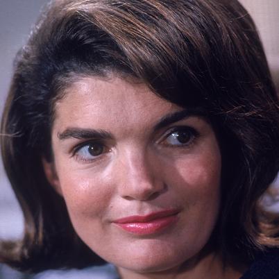Jacqueline-Kennedy-Onassis-9428644-2-402