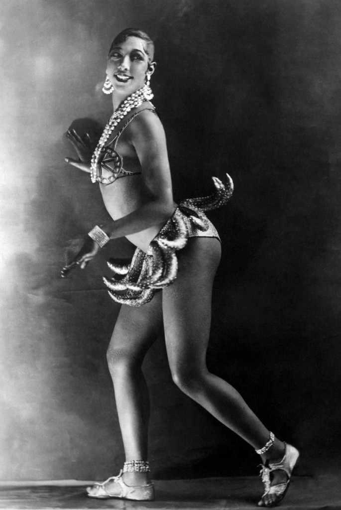 Josephine-Baker-in-banana-skirt-685x1024