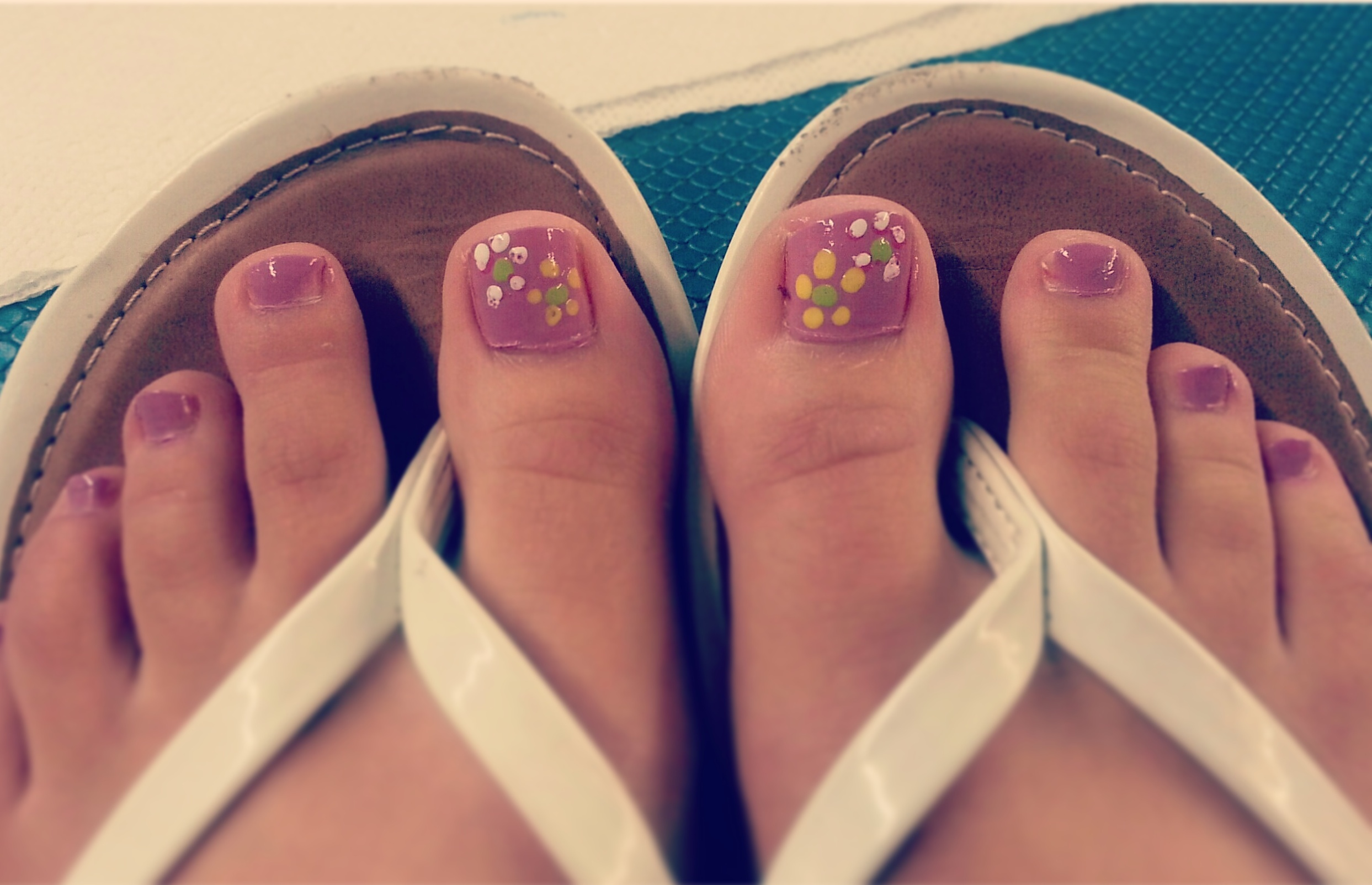 Diy ways to enhance your pedicure floral pedicure solutioingenieria Choice Image