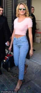 http://www.dailymail.co.uk/tvshowbiz/article-2604920/Abs-oloutley-flawless-Candice-Swanepoel-shows-supermodel-figure-pink-fluffy-crop-high-waisted-jeans.html