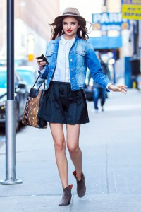 http://www.livingly.com/Outfit+Ideas/articles/XsBSZANxtA7/Wear+Jean+Jacket+Celebrity+Guide