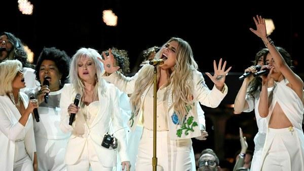 Kesha-Grammy-Performance