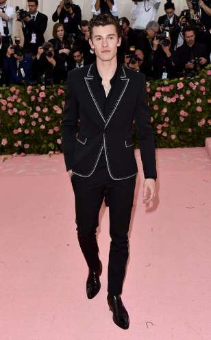 rs_634x1024-190506193427-634-shawn-mendes-2019-met-gala-red-carpet-fashions.jpg